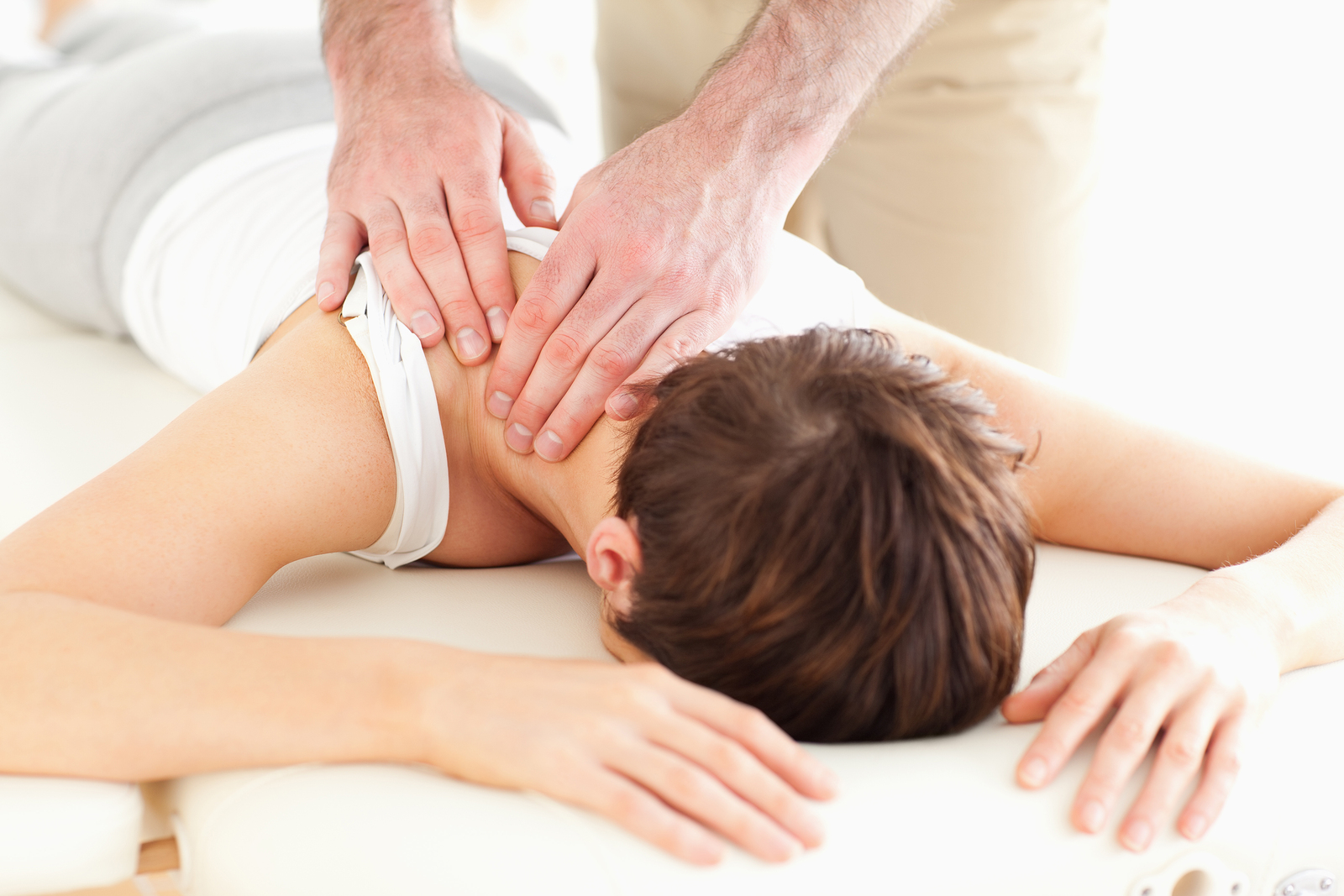woman recieving chiropractic treatment